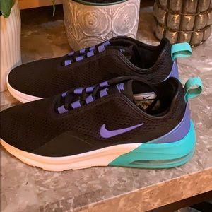 Nike air max motion 2 sneakers